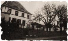Neues Schulhaus, erbaut 1911, zum Vergrößern anklicken